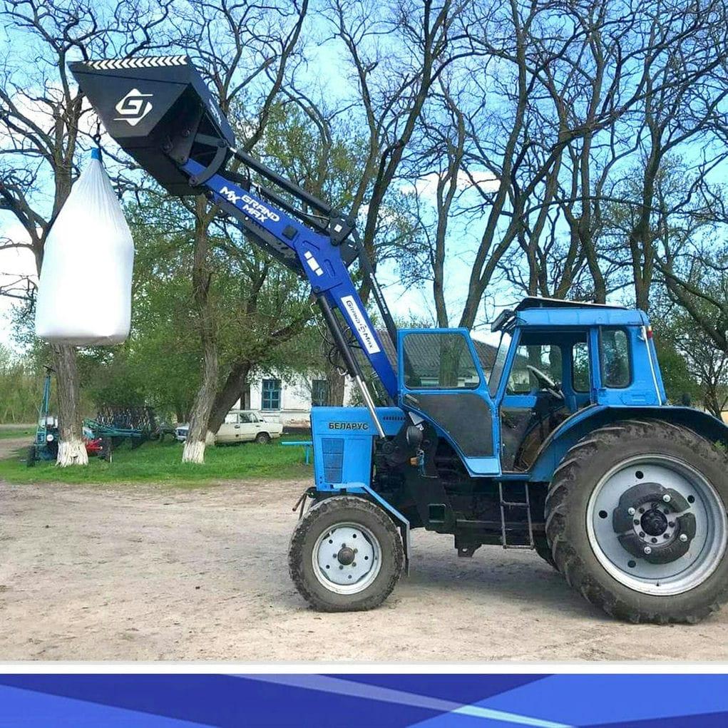 Grand Max-MX - быстросъемный погрузчик на  трактор  МТЗ-80, МТЗ-82, МТЗ-892, ЮМЗ